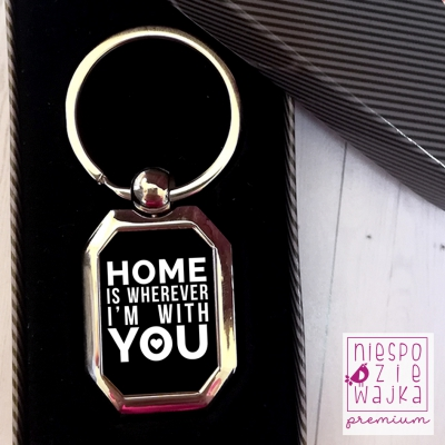 "Breloczek metalowy ""Home is wherever I'm with you"""