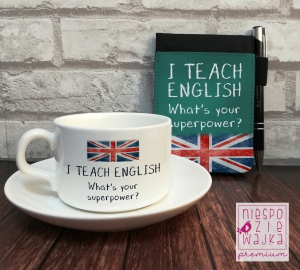 "Filiżanka + notes ""I teach English, what's your superpower?"""